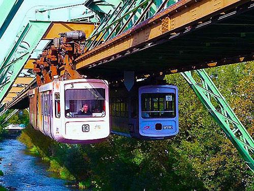 قطار معلق ووپرتال در کشور آلمان